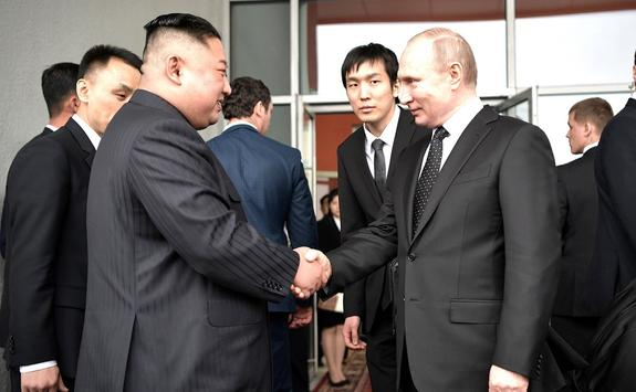 Путин и Ким Чен Ын обменялись холодным оружием
