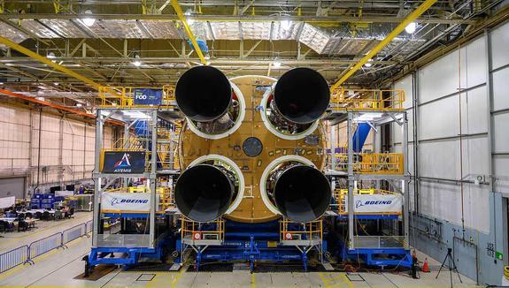 НАСА завершает строительство ракеты для полета на Луну