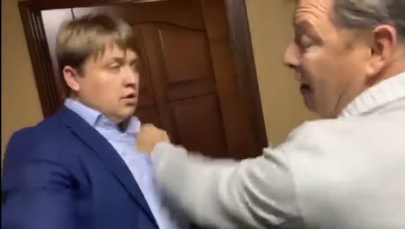 «Обвиняемый» Ляшко показал повестку в прокуратуру