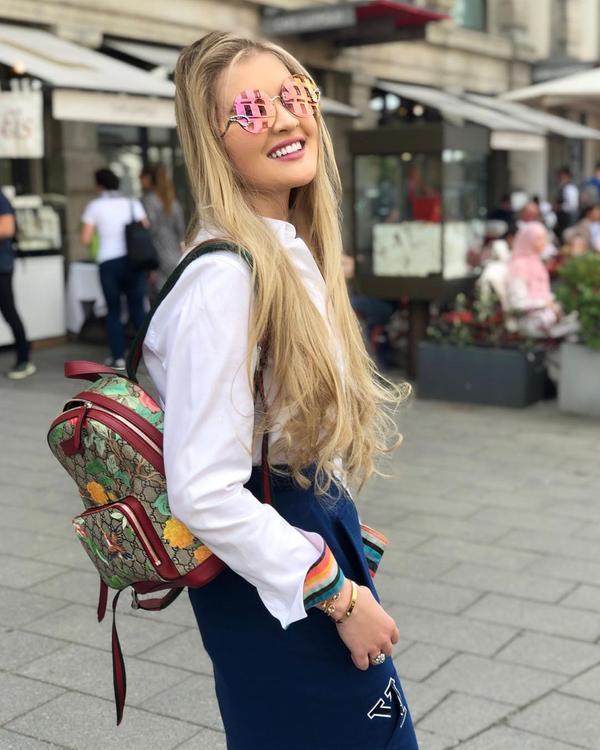 Супруга Александра Малинина Эмма опубликовала фото их дочери в весеннем образе