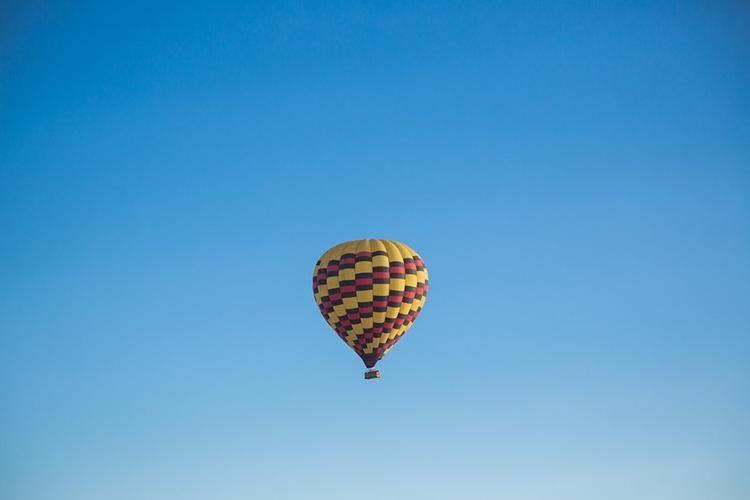 В сети появились снимки воздушного шара, на котором ребенка едва не унесло в Черное море