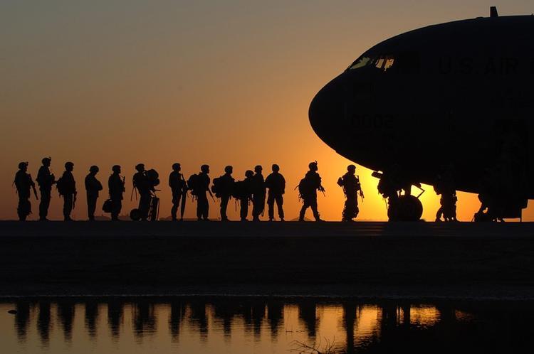 Источник в Пентагоне назвал сроки вывода американских военных с Окинавы