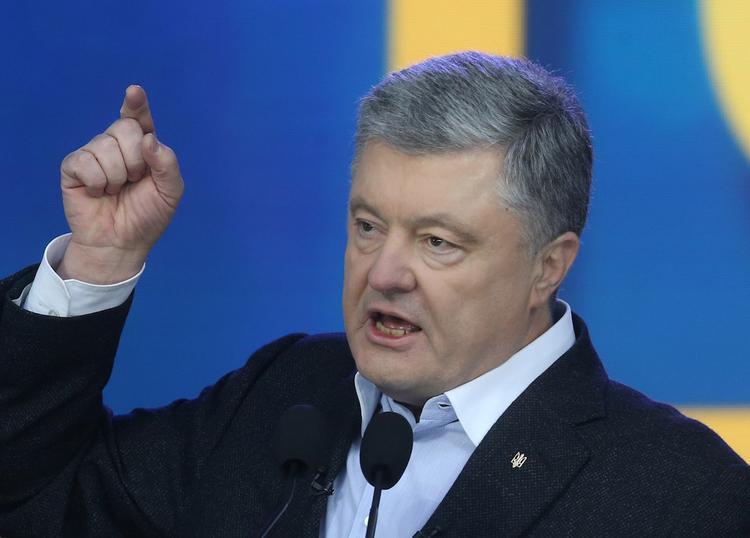 Петр Порошенко заявил о превосходстве украинского паспорта над российским