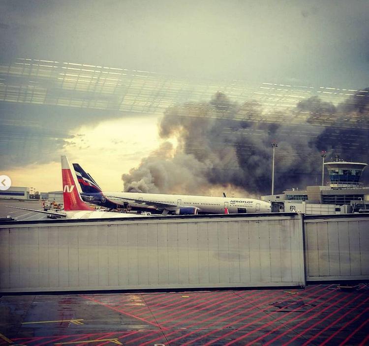 В аэропорту Шереметьево при заходе на посадку разбился самолёт