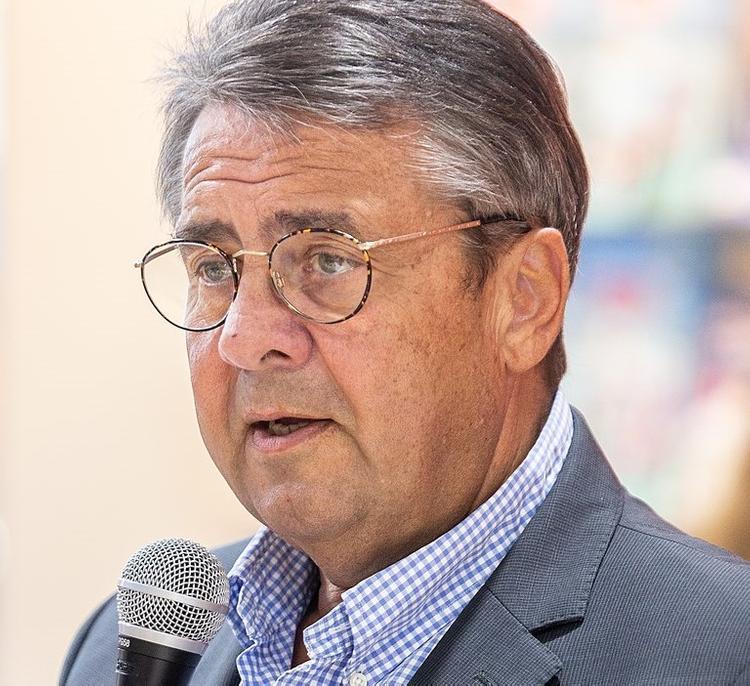 Экс-глава МИД  Германии заявил о недоверии  США в вопросе военной защиты от России
