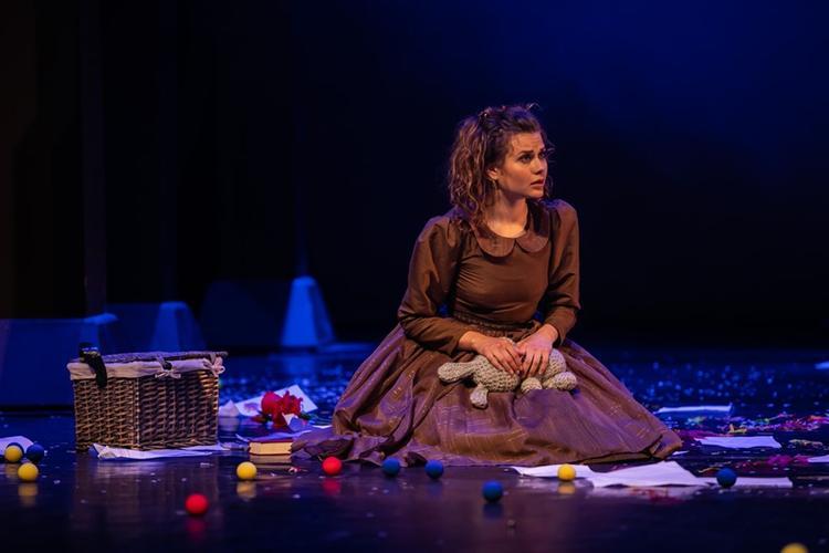 Сказочная Страна чудес и Алиса на сцене Губернского