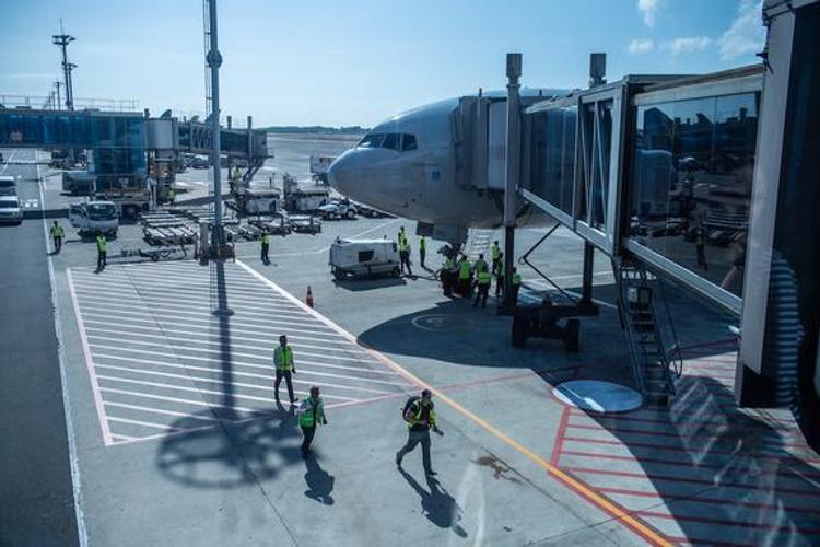 Аэропорт Шереметьево вернулся к привычному графику работы после катастрофы SSJ-100