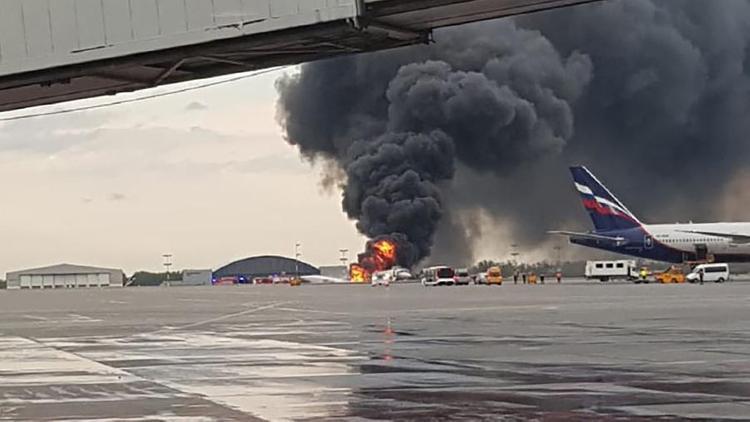 Погибший в Шереметьево бортпроводник пытался спасти пассажиров