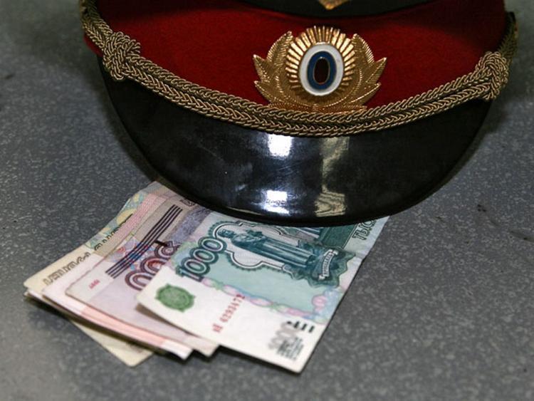 В Новопокровском районе начальник полиции обвиняется в получении взятки