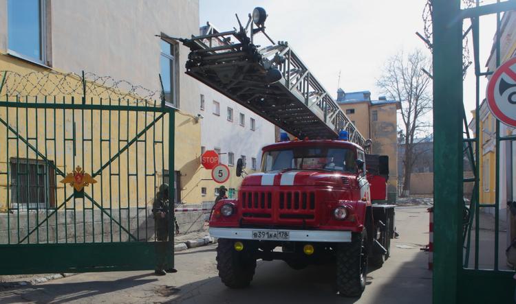 В центре Сочи горит жилой дом