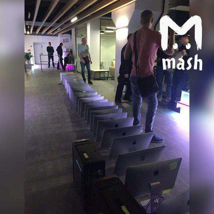 """""""Даже если у нас заберут последний компьютер, мы будем писать"""", - в редакции telegram-канала Mash идут обыски"""