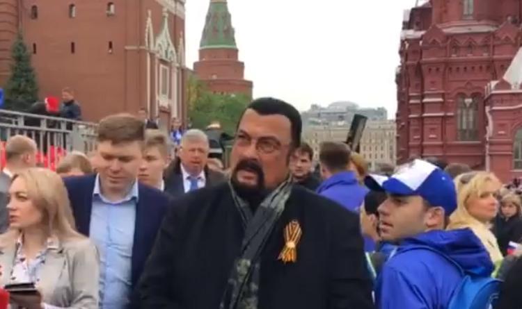 СМИ: Стивен Сигал оценил парад Победы на Красной площади