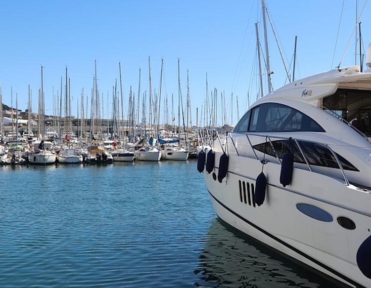 Под Каннами столкнулись две яхты, погиб человек