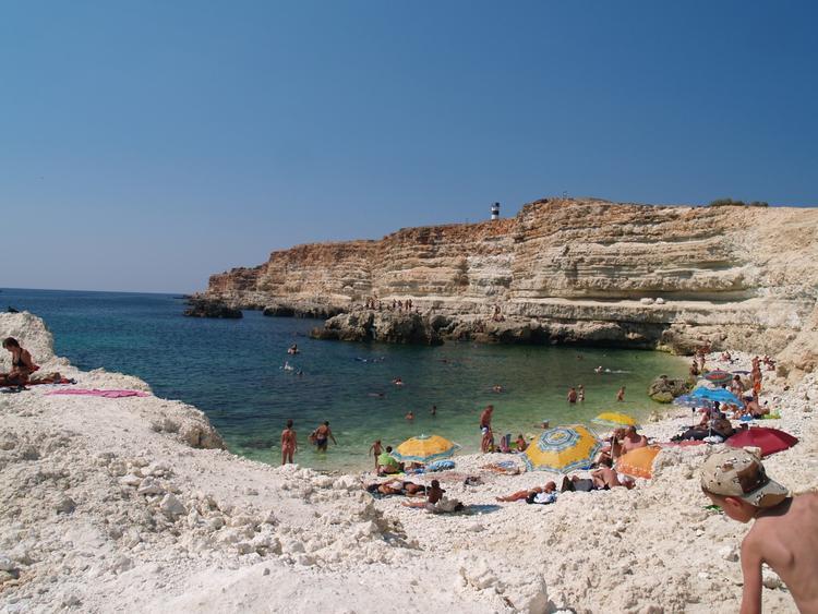 35% пляжей Крымского полуострова еще не готовы к купальному сезону