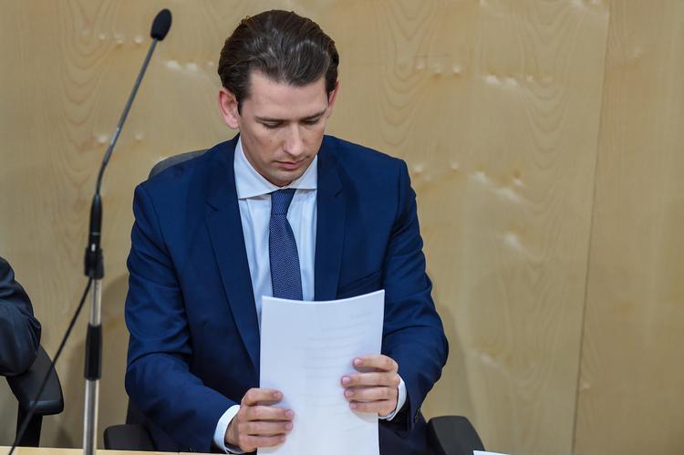 Президент Австрии отправил правительство Себастьяна Курца в отставку