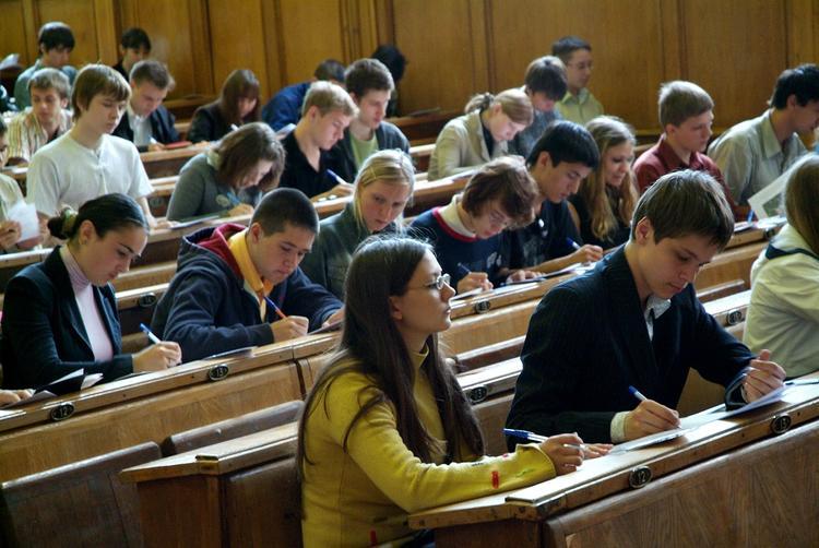 Волынец объяснила снятие дверей в туалете школы во время ЕГЭ в Пензенской области