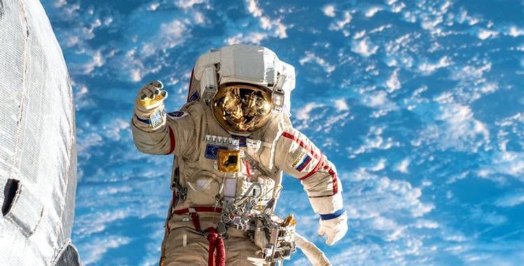 Космонавты обнаружили в отрытом космосе полотенце