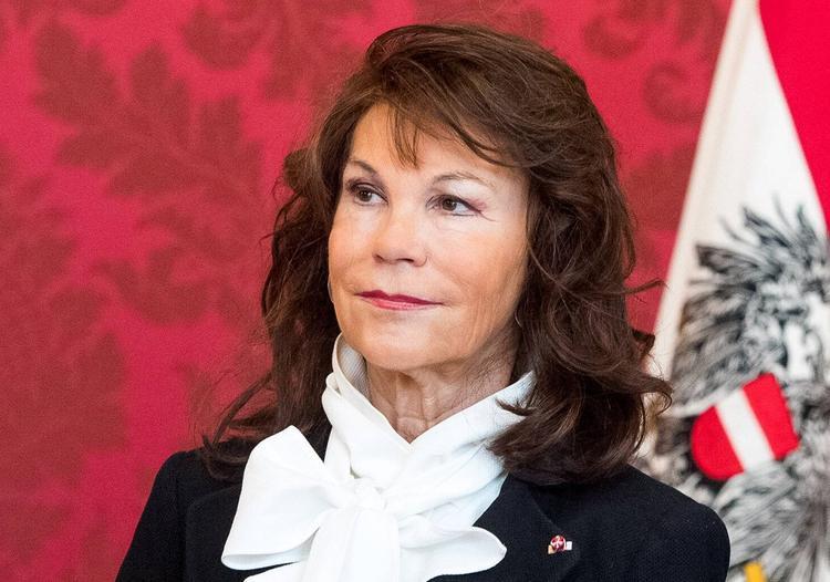 Канцлером Австрии впервые в истории стала женщина