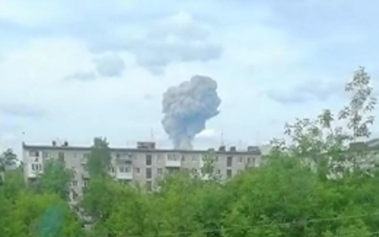 """""""Снесло окна на втором этаже"""": Очевидцы поделились подробностями взрыва на заводе в Дзержинске"""