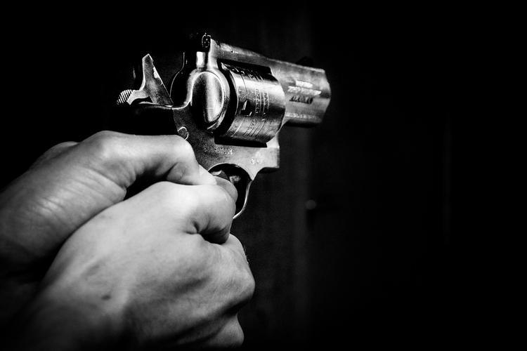 На юге Москвы неизвестный выстрелил в женщину и скрылся
