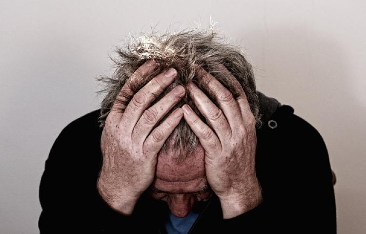 Эксперты назвали заболевания, приводящие к выпадению волос