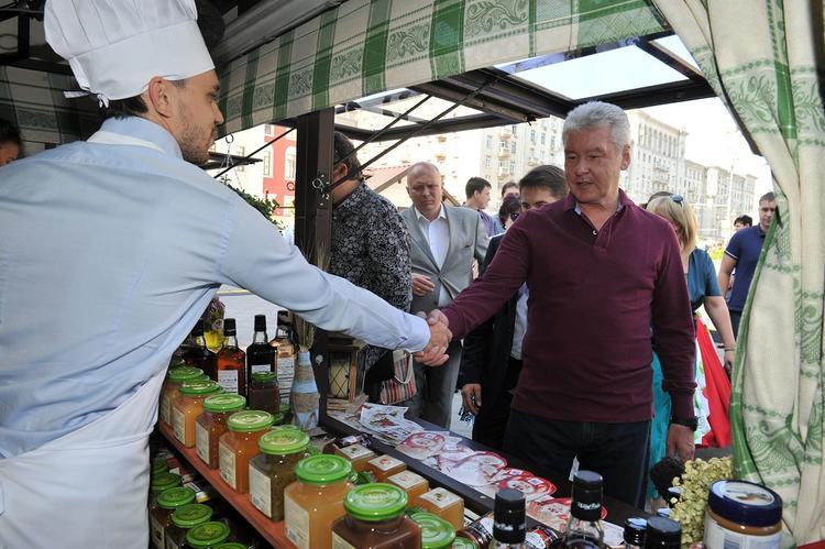 Собянин рассказал о развитии круглогодичных ярмарок в жилых районах