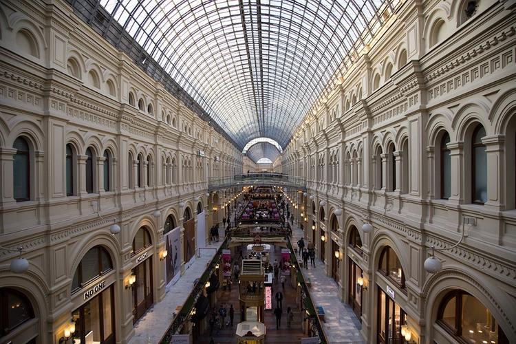 Посетителей ГУМа и Красной площади в центре Москвы эвакуировали из-за учений