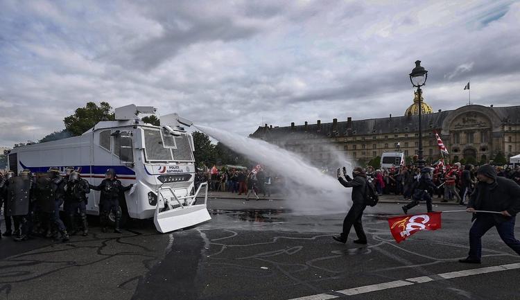 От веревок до лазеров: для усмирения протестов будет применяться новое нелетальное оружие