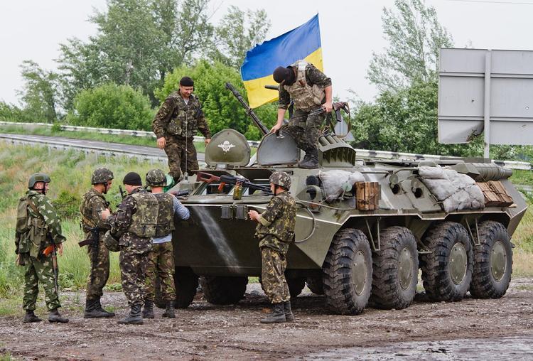 Видео уничтожения «третьей силой» БМП военных Украины в Донбассе выложили в сеть