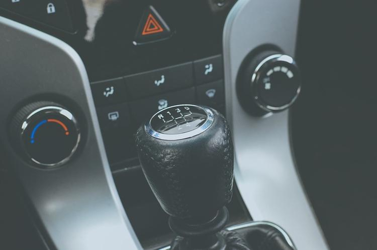Московских водителей призывают быть осторожными на дорогах во время жары