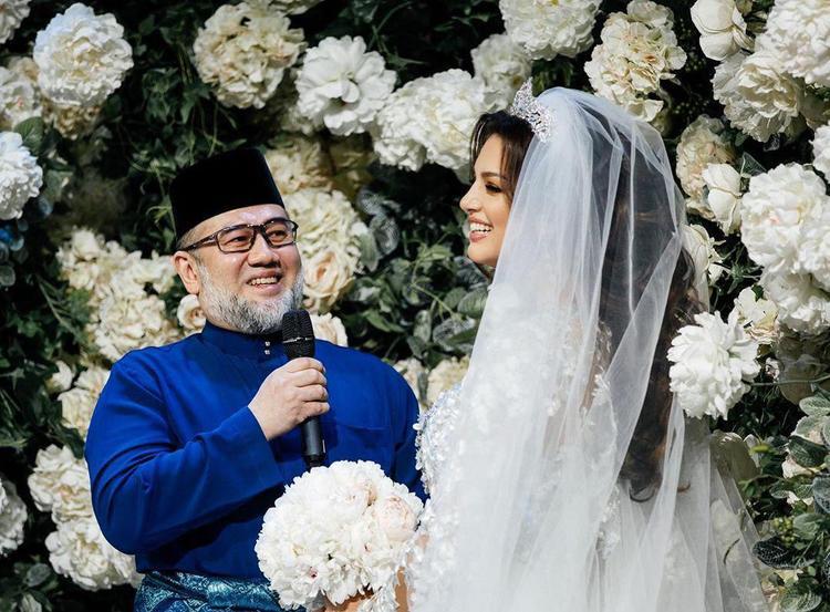 Россиянка «Мисс Москва» Оксана Воеводина родила сына экс-королю Малайзии Мухаммаду V