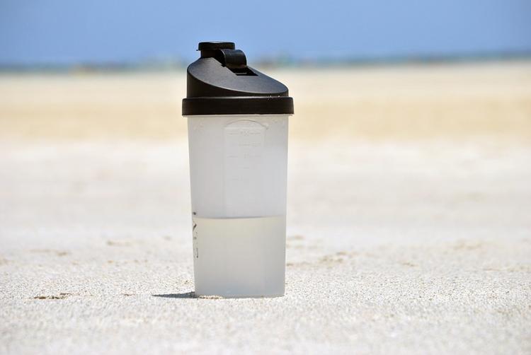 Стало известно, какой напиток лучше всего утоляет жажду в жару
