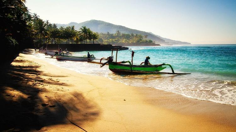 """""""Не болейте на Бали"""": эксперт рассказал про нюансы медицинской страховки"""
