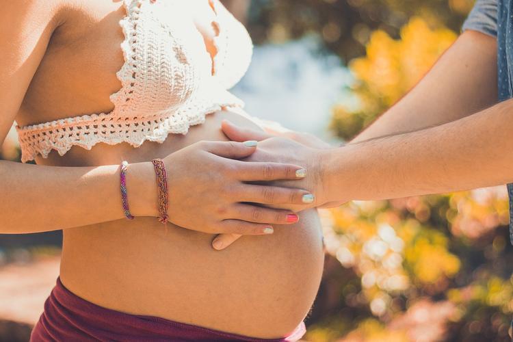 Правительство планирует ввести поддержку при рождении первенца
