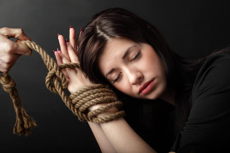 «Рабыни» любви: чем опасна любовная зависимость?