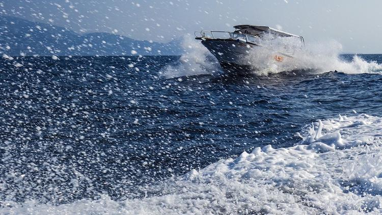 Катер с пассажирами затонул у берегов Владивостока