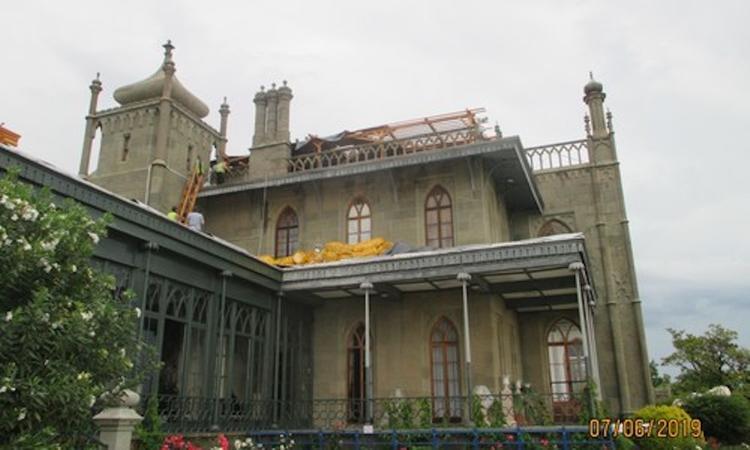 В Воронцовском дворце в Крыму после подтопления в голубой гостиной повреждены вестибюль, кабинет Воронцова, картины