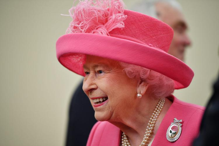 Королева Великобритании Елизавета II поздравила граждан России с праздником