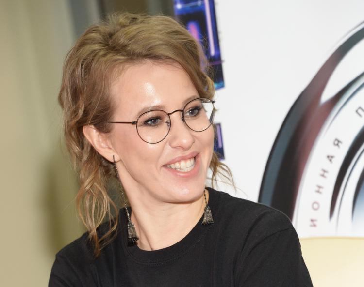 Ксения Собчак обиделась на Светлану Бондарчук из-за фото с Богомоловым
