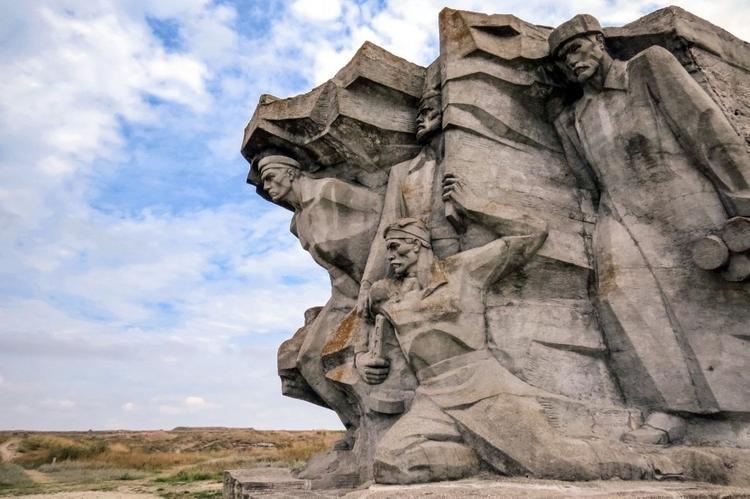 Василий Лановой озвучил видеоролик об обороне Аджимушкайских каменоломен