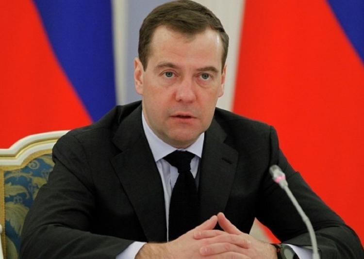 Медведев повысил пособия на детей до 10 тысяч рублей