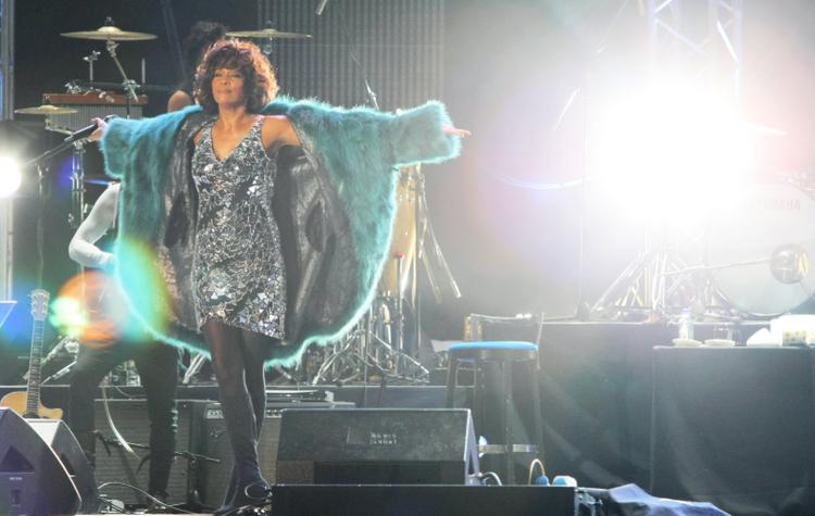 Песню Уитни Хьюстон выпустили спустя семь лет после смерти певицы