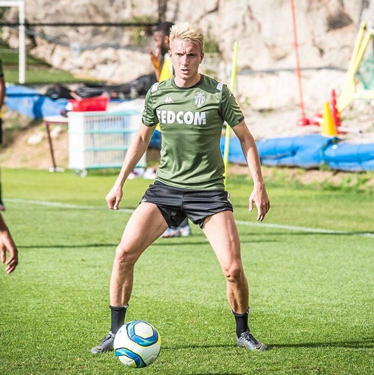 23-летний футболист Александр Головин сменил имидж - стал блондином