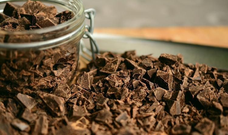 Врачи рассказали, какой шоколад менее вреден для здоровья