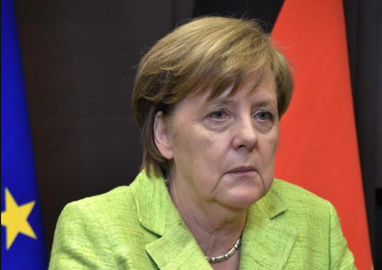 Нейрохирург предположил, из-за чего дрожит Меркель