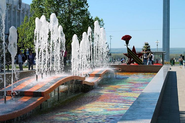 В Самаре снова ломают фонтан