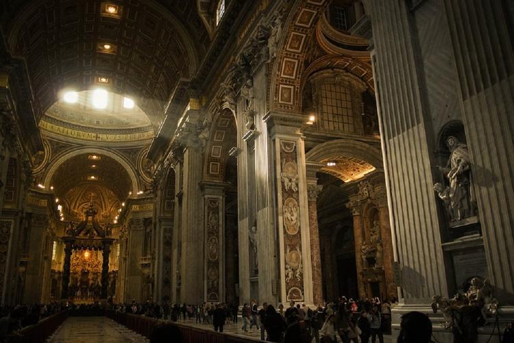 В Ватикане вскрыли две могилы из-за девушки, пропавшей более 30 лет назад