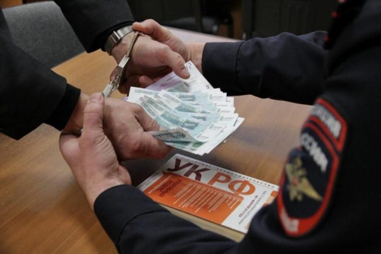 Бывшего замначальника судебных приставов подозревают во взяточничестве