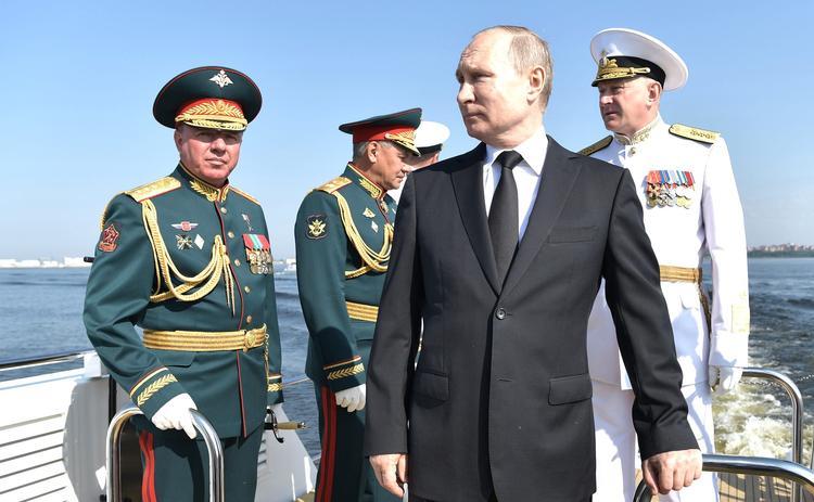 В День ВМФ РФ Владимир Путин принял Главный военно-морской парад в Санкт-Петербурге