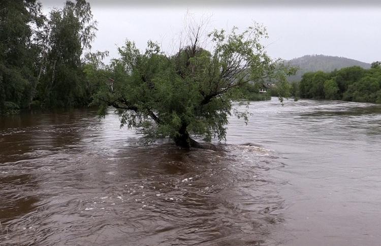 Из-за паводка эвакуированы более тысячи человек из шести районов Иркутской области